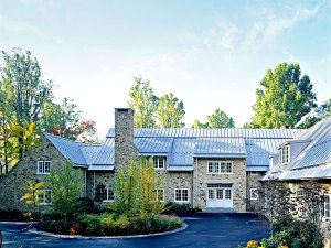 Standing-Seam-Metal-Roof-on-a-Luxurious-House