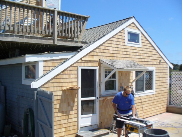 Cedar shake siding cost pros cons of cedar siding 2018 for Cedar shake siding pros and cons