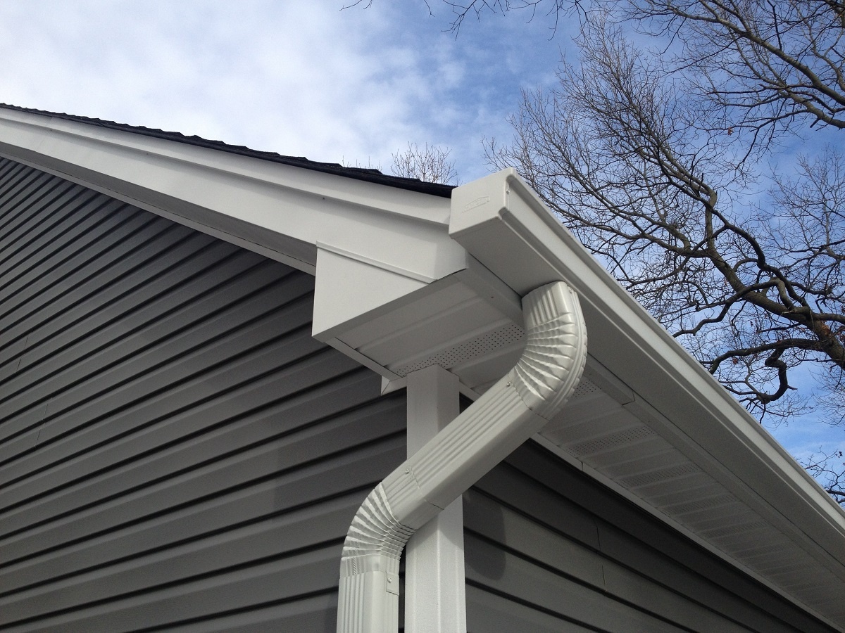 Seamless Gutters Cost 2018 Pros Amp Cons Options Roi