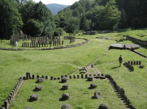 Photo 1. Sanctuary in Sarmizegetusa Regia. Photo: Oroles. Public Domain.