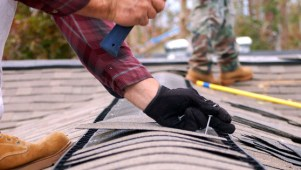 http://lgcroofing.com/roofingblog/roof-maintenance/diy-roofing-safety-tips/