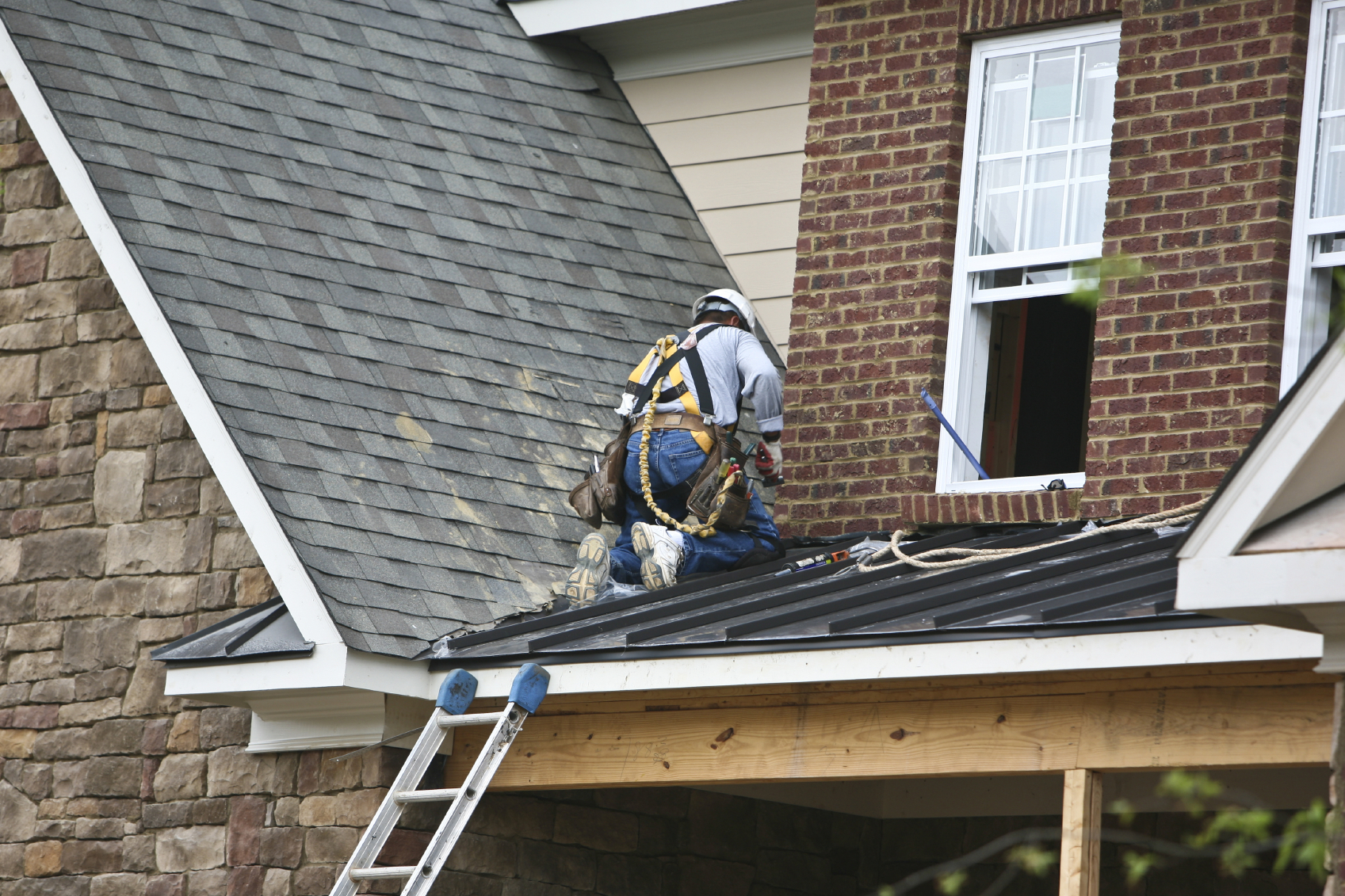 How to Pick a Good Roofer – Roofing Services Guide