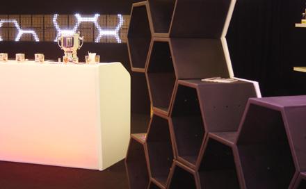 Room Division SAMOVA TEE LOUNGE zur ISPO 2007 LED Bar und Honeycomb