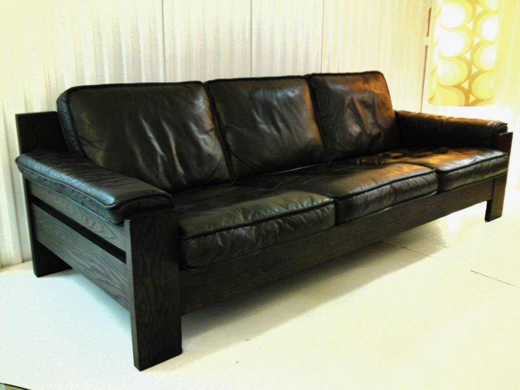 The Difference Between Chesterfield Couch Sofa Settee