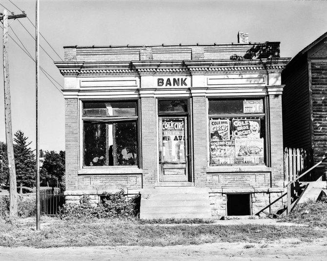 Closed bank, Haverhill, Iowa. 1939.