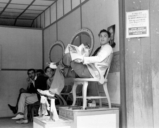 Loungers in barbershop, Key West, Florida 1938.