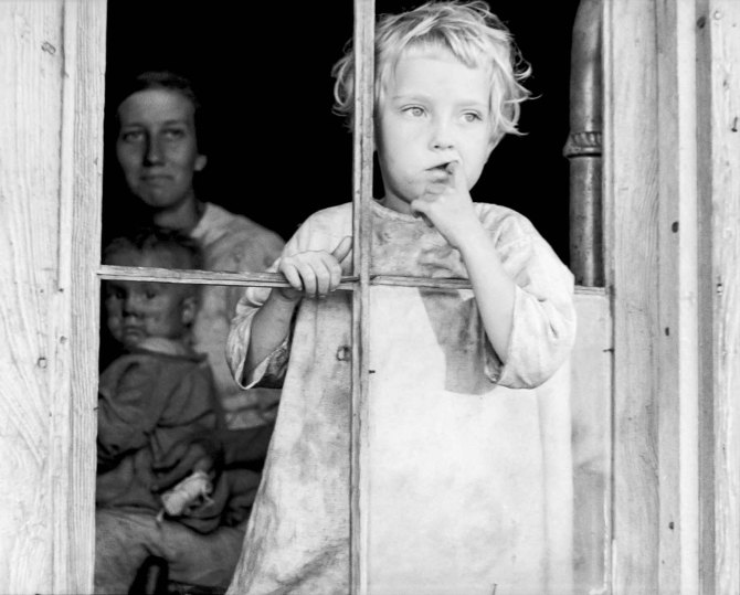 Daughter of sharecropper, Wilmington, North Carolina. Mother and another child in background. 1935.