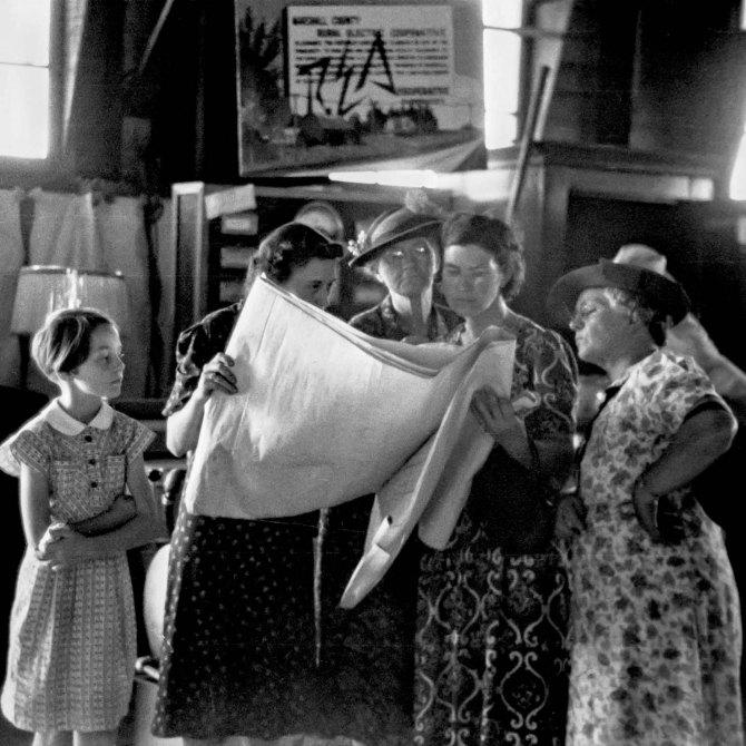 Explaining the Rural Electrification Administration program to farm women, at the Central Iowa 4-H Club fair. Marshalltown, Iowa. 1939.