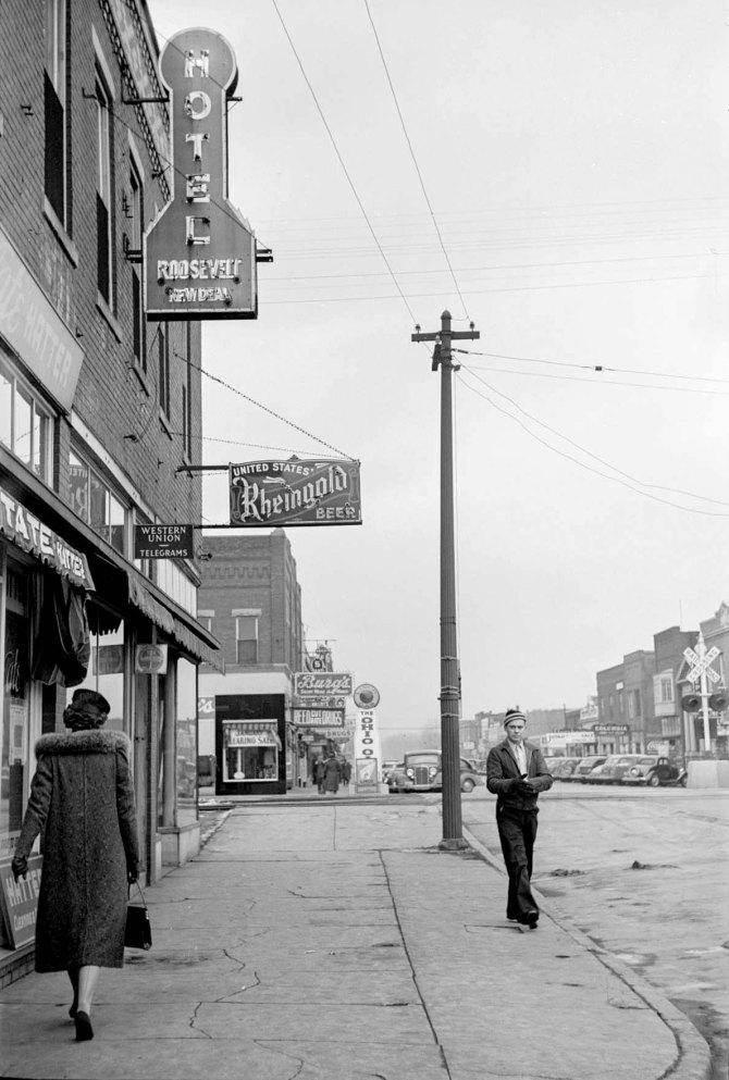 Roosevelt New Deal Hotel on Main Street. West Frankfort, Illinois. 1939.