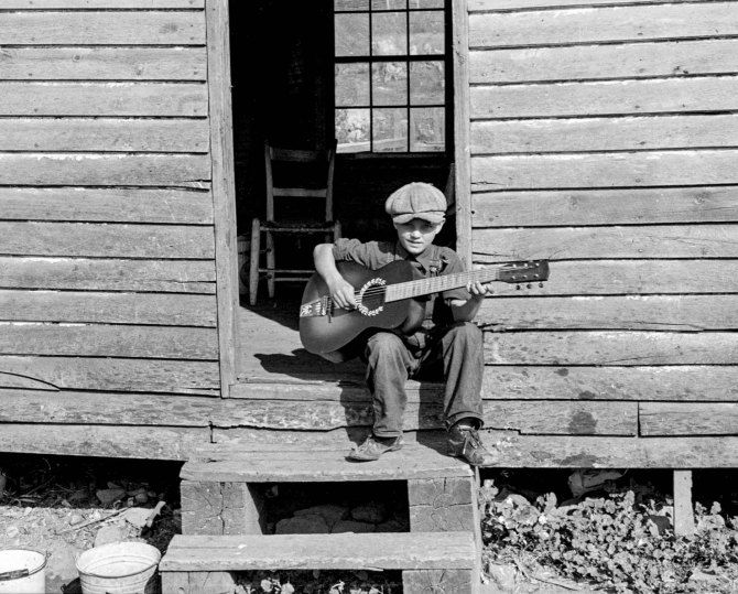 Young singer in Corbin Hollow in theShenandoah National Park area of Virginia. 1935.