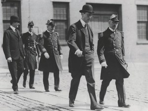 picture of FDR walking with a group