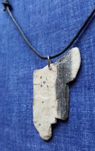 flat stone black stripe necklace