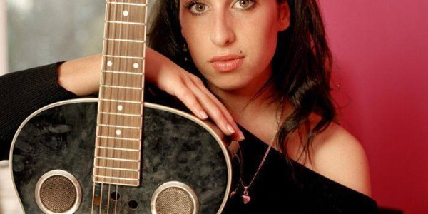 Amy_Winehouse_a_Family Portrait_favorite_guitar