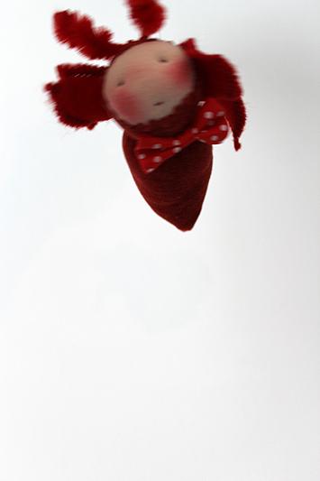 Puppe nach waldorf art - stoffpuppe jahreszeitentisch käfer