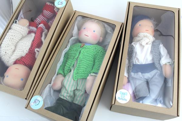 Ava Puppen Kartons