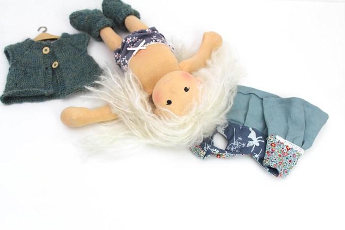 Puppe mit Kleiderset