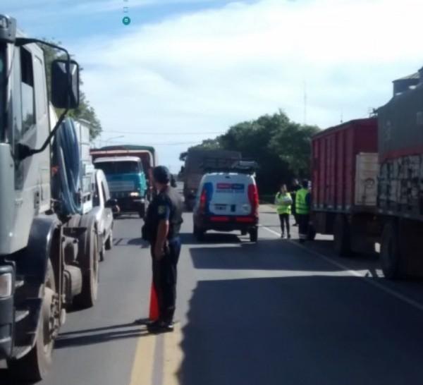 Muchos camioneros quedan varados ante accesos bloqueados.