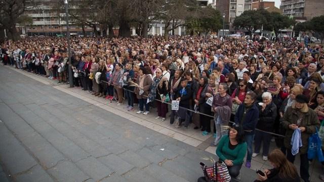 Mucha gente en plzaa Libertad.
