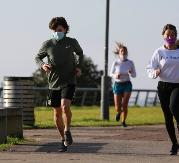 Los entrenadores sostienen que al trabajar al aire libre se reduce la posibilidad de contagios