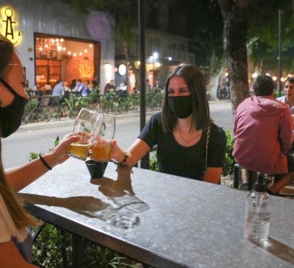 El sector gastronómico se opone a la restricción de circulación nocturna.