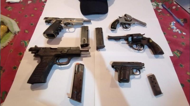 Las armas que secuestró la Agencia de Control Policial.