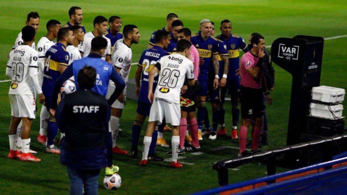 Polémica en el VAR: suspendieron a los árbitros de Boca-Mineiro y Cerro Porteño pide repetir su partido | Rosario3