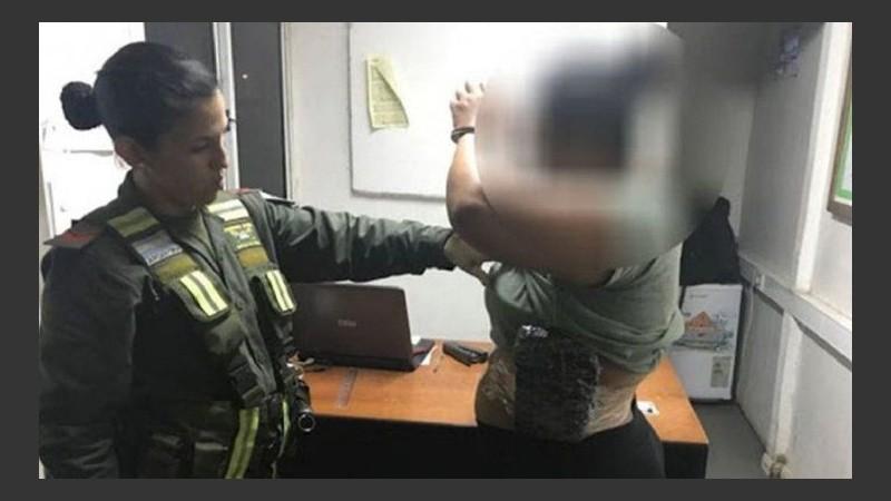 Una mujer que intentó traficar droga para pagarle una operación a su hijo