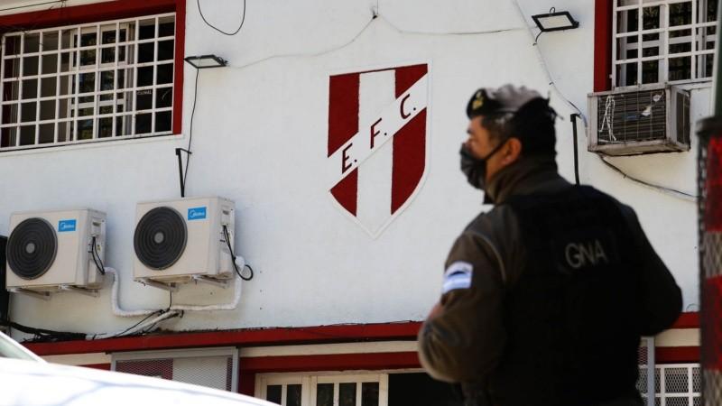 El amplio despliegue de Gendarmería se llevó a cabo cerca del mediodía en Rosario y Funes.