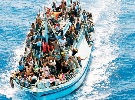 «Abbiamo incrociato almeno dieci barche, alle quali abbiamo chiesto inutilmente aiuto»