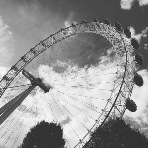 crisp day in london. splendid 😎
