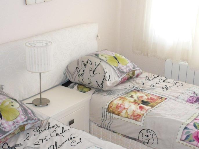slaapkamer met 2 x 1 persoonbed