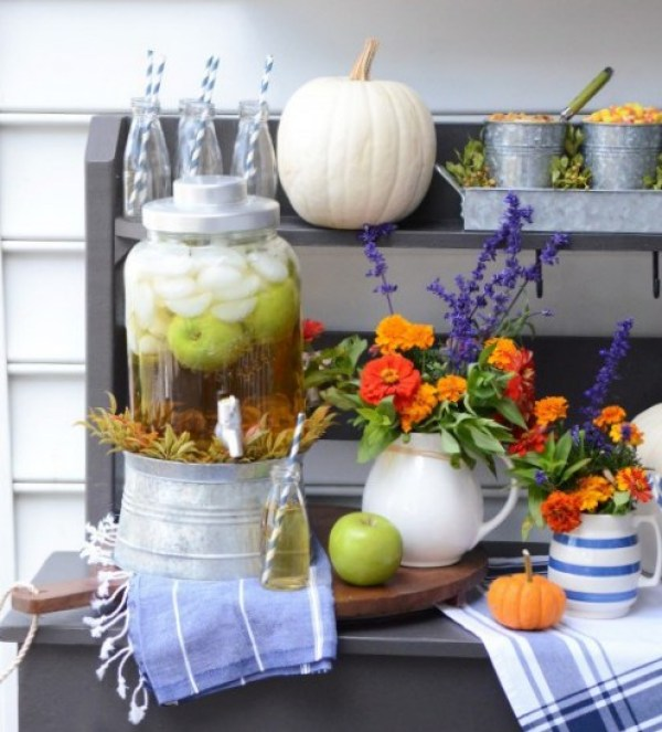 Non-Alcoholic Drinks for Thanksgiving - Golden Apple Punch | http://www.roseclearfield.com