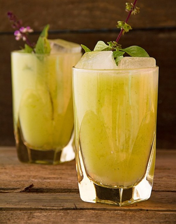 Non-Alcoholic Drinks for Thanksgiving - Pear Lemonade with Thai Basil | http://www.roseclearfield.com