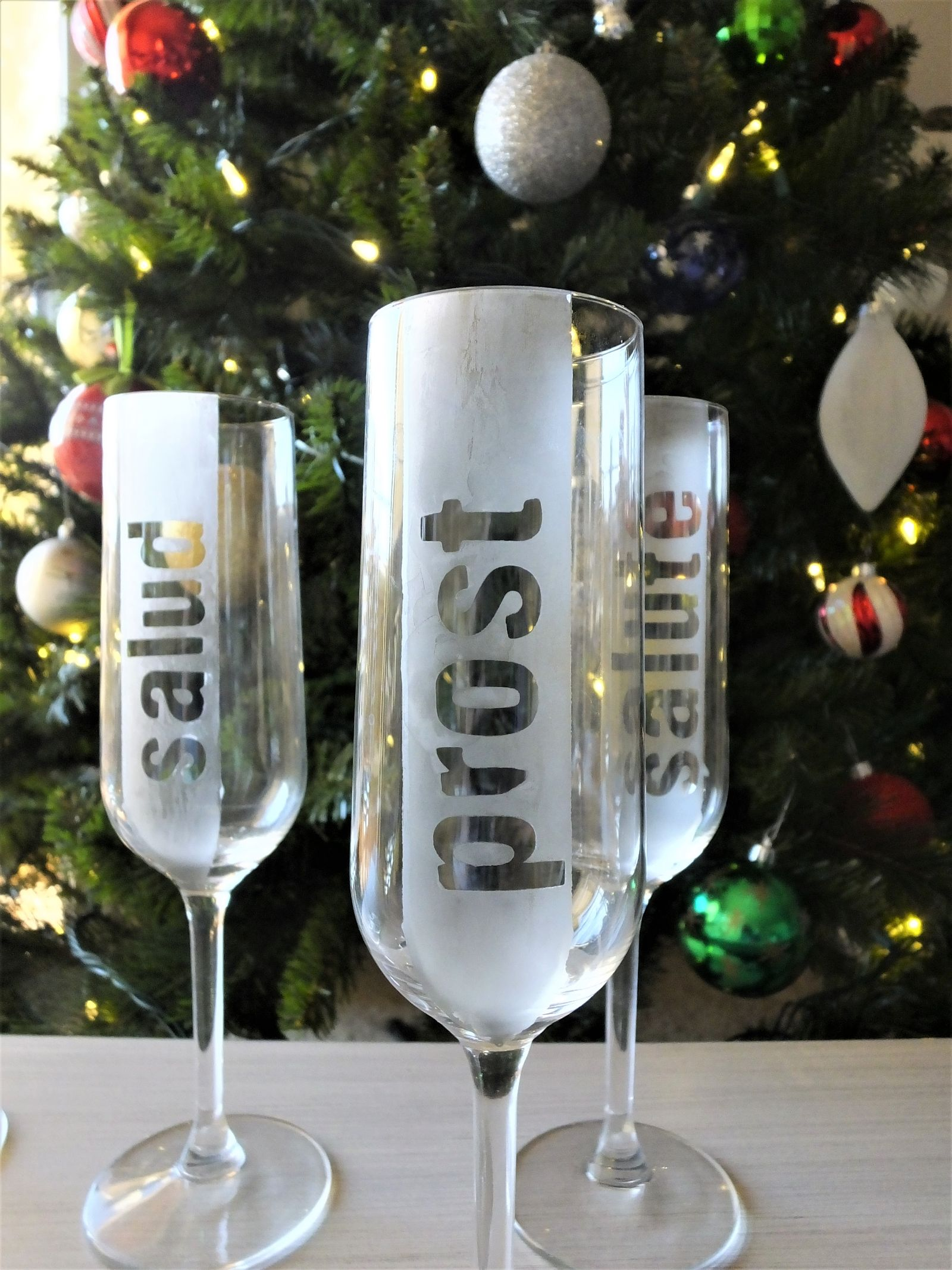 Last-Minute New Year's Eve Party Ideas - DIY Etched Champagne Flutes | https://www.roseclearfield.com