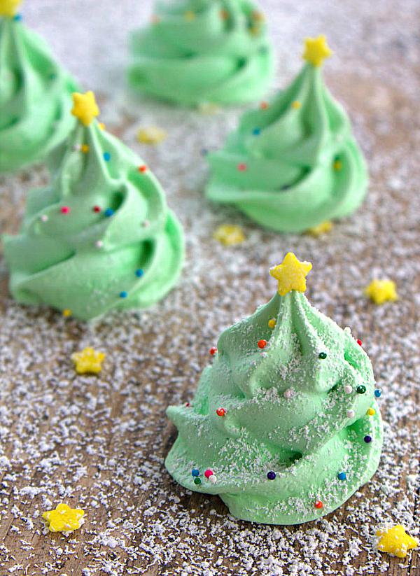 10 Cute Creative Christmas Cookies - Christmas Tree Meringue Cookes | https://www.roseclearfield.com