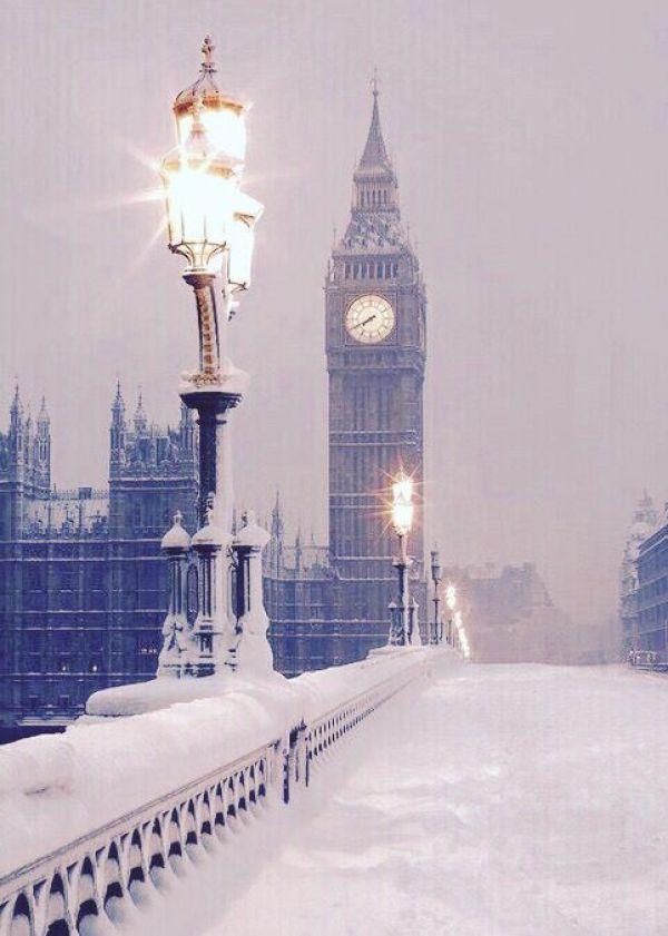 Winter Photography Inspiration - Westminster Bridge London | https://www.roseclearfield.com