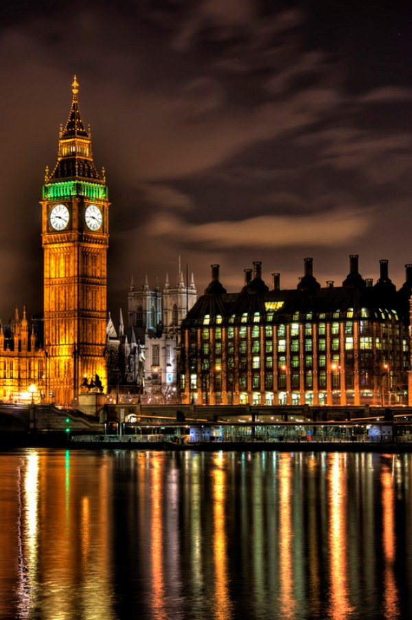 Big Ben at Night by Dave Alexander | http://www.roseclearfield.com