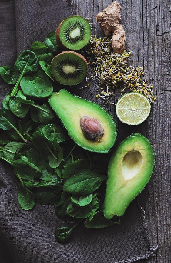 How to Make a Perfect Green Smoothie via Blog Cu Legume http://www.blogculegume.ro/cum-sa-faci-un-smoothie-verde-perfect | https://www.roseclearfield.com