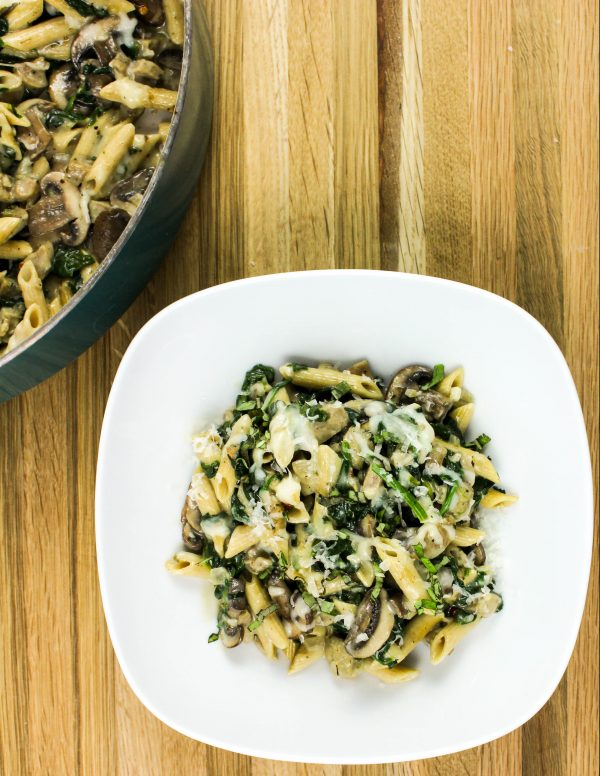 30 Days of Healthy Chicken Dinner Recipes - Skillet Chicken Sausage Alfredo Pasta via Bites of Flavor | https://www.roseclearfield.com