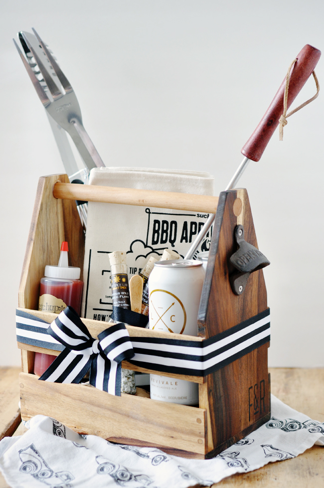 Last Minute DIY Father's Day Gift Ideas - Father's Day DIY Cookout Kit via Lark and Linen | http://www.roseclearfield.com
