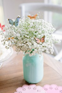 Spring Mason Jar Decor - Painted Mason Jar With Baby's Breath and Butterflies via Design Improvised | https://www.roseclearfield.com