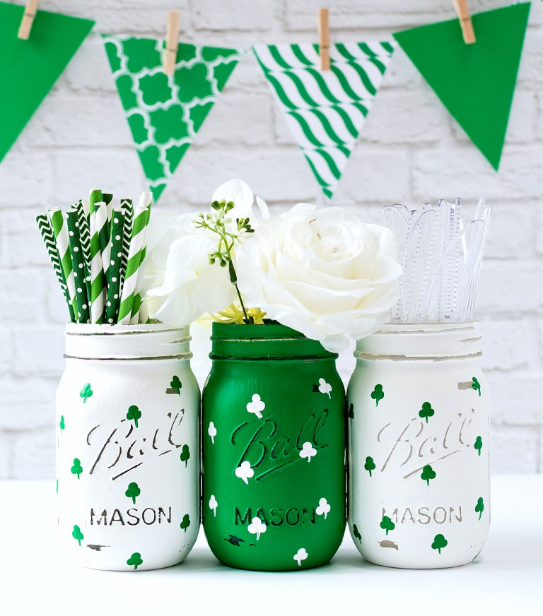 Painted Shamrock Mason Jars via Mason Jar Crafts Love | http://www.roseclearfield.com