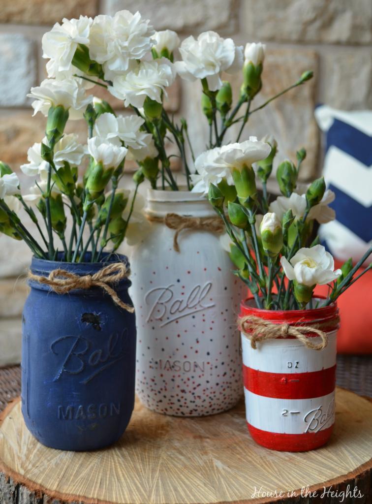 4th of July Mason Jar Decor - Patriotic Mason Jar Vases via Sweet Haute | https://www.roseclearfield.com