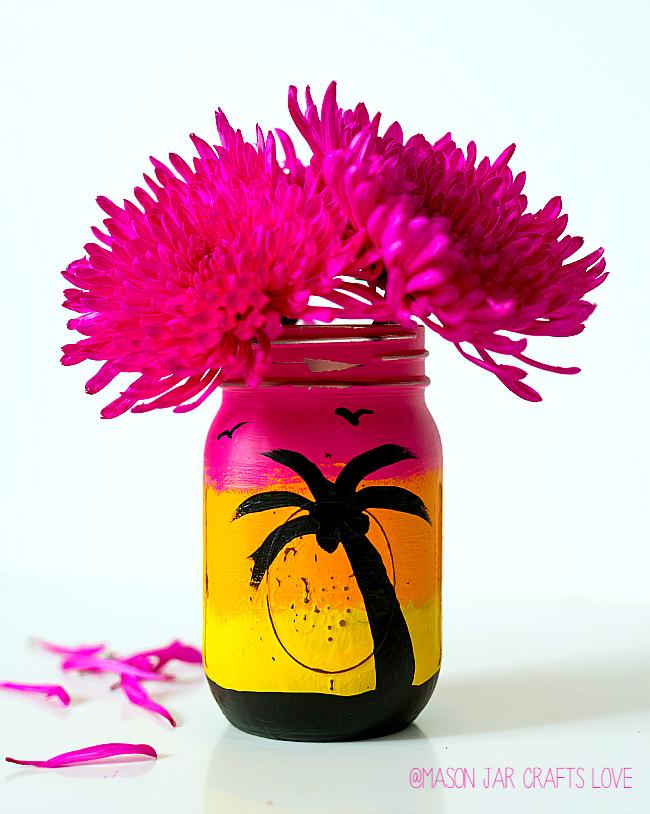 Summer Mason Jar Decor - Tropical Sunset Mason Jar via Mason Jar Crafts Love | https://www.roseclearfield.com