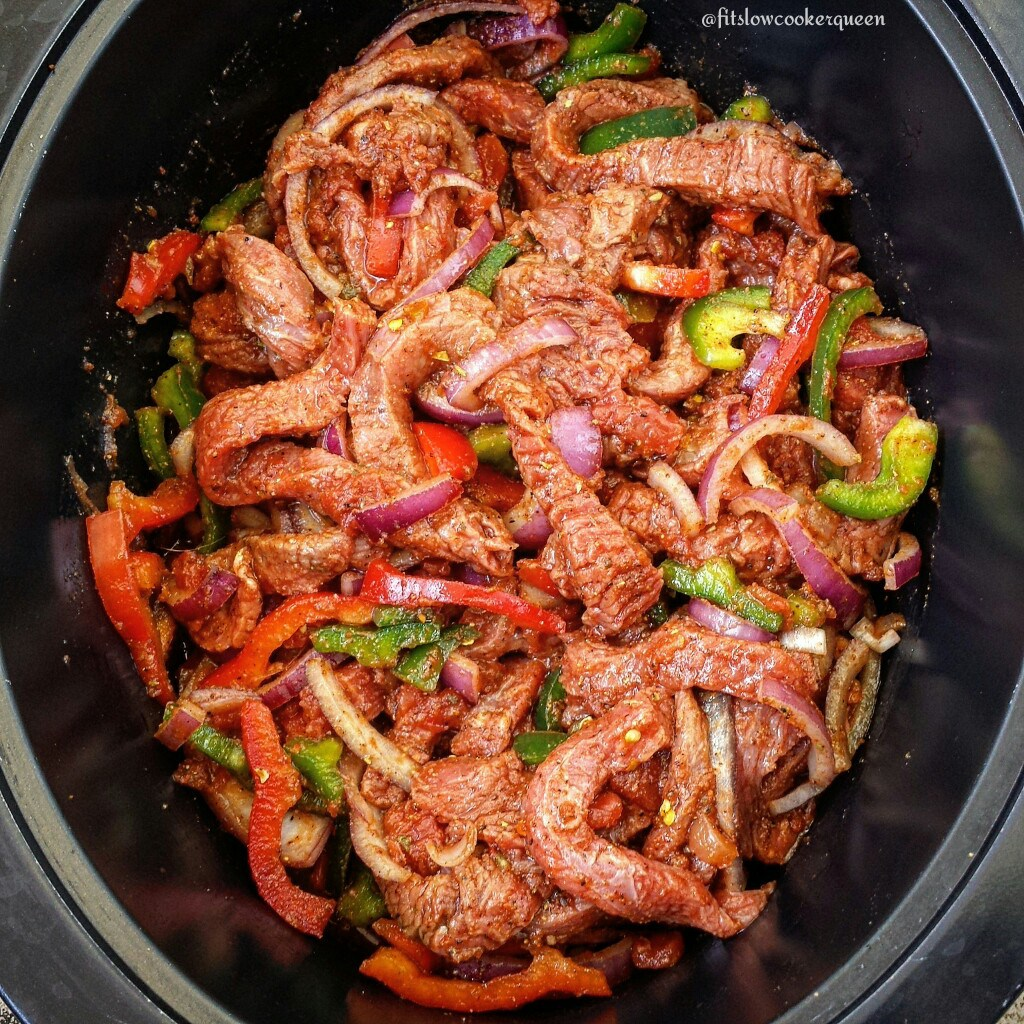 30 Days of Healthy Slow Cooker Dinner Recipes - 5 Ingredient Slow Cooker Steak Fajitas via Fit Slow Cooker Queen | http://www.roseclearfield.com