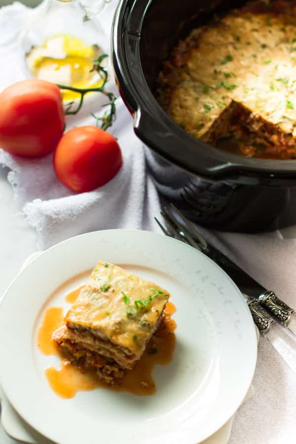 30 Days of Healthy Slow Cooker Dinner Recipes - Slow Cooker Zucchini Lasagna via Prima Vera Kitchen | http://www.roseclearfield.com