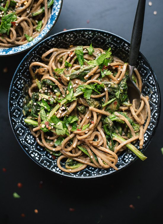 30 Healthy Dinner Recipes for Two - Broccoli Rabe Peanut Soba Noodles via Cookie and Kate | https://www.roseclearfield.com