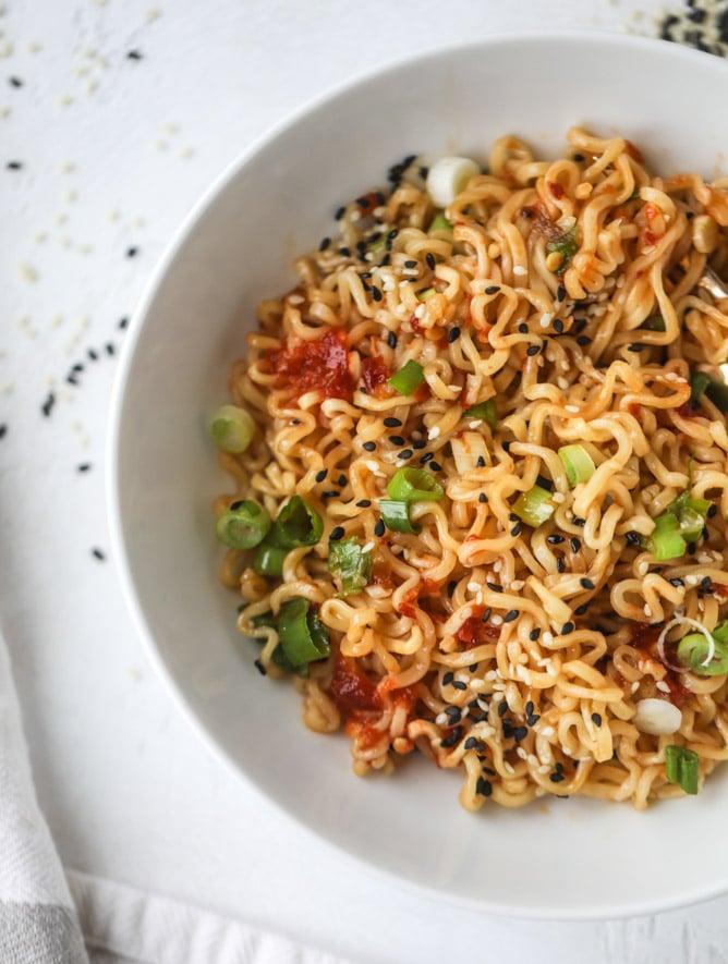 30 Healthy Ramen Noodle Recipes - 15 Minute Sesame Ramen Noodles via How Sweet Eats   https://www.roseclearfield.com