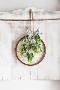 Spring embroidery hoop wreath decor: spring wreath made from embroidery hoop and book pages via My Creative Days | https://www.roseclearfield.com