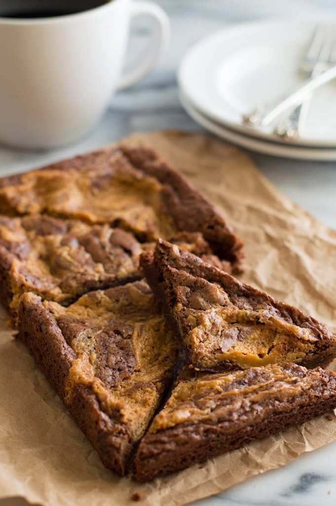Peanut butter swirl brownies via Baking Mischief. A whole new level of chocolate and peanut butter! #peanutbutterswirl #chocolatepeanutbutter #brownies #dessertfortwo | https://www.roseclearfield.com